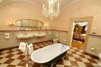 bathroom of the Alchymist Suite