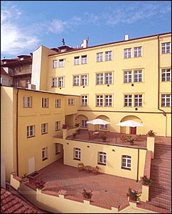 Hotel domus henrici v praze for Domus henrici hotel